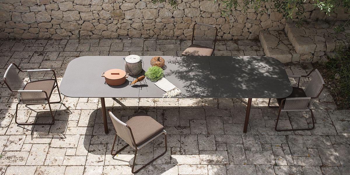 Tavoli Da Esterno Design.Tavoli Per L Esterno Resistenti E Di Design La Casa In Ordine