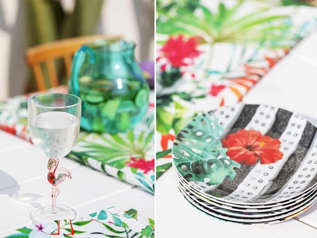 bicchiere fenicottero e piatti fiori