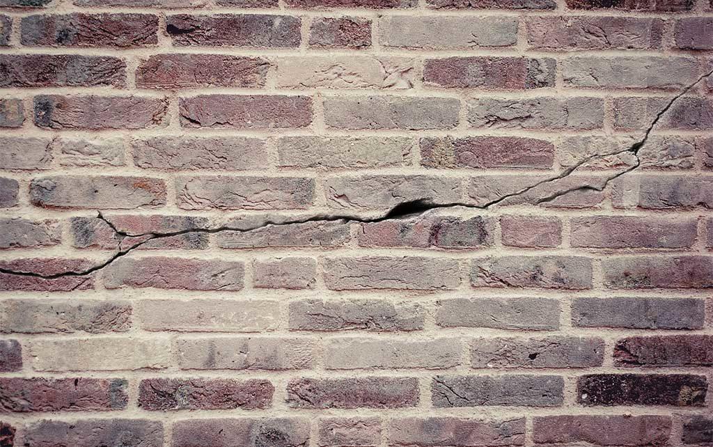 crepa muro mattoni