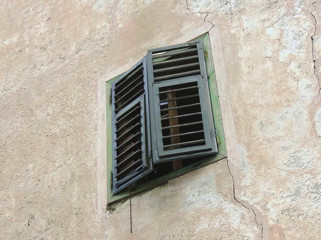 crepe muro esterno casa