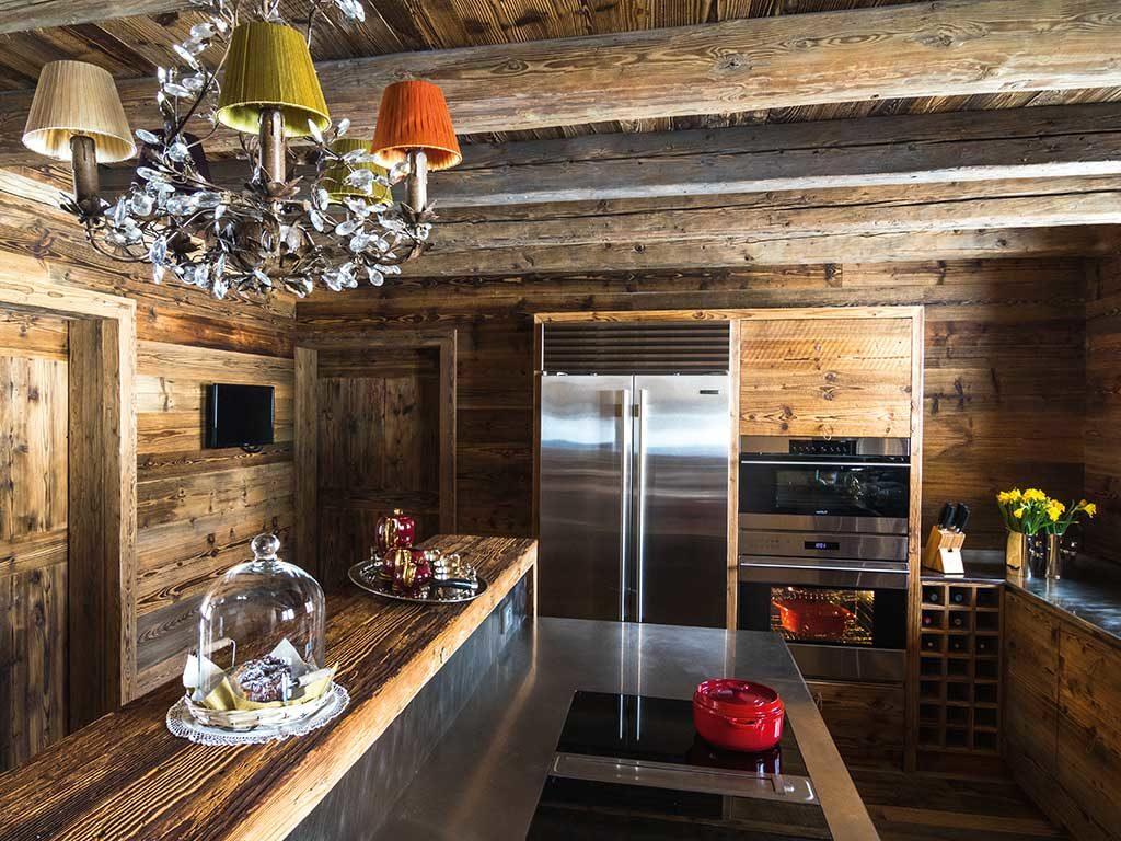 cucina chalet legno e acciaio