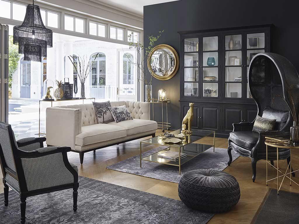 divano bianco living oggetti oro
