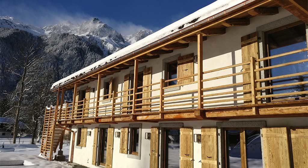 facciata chalet legno finestre