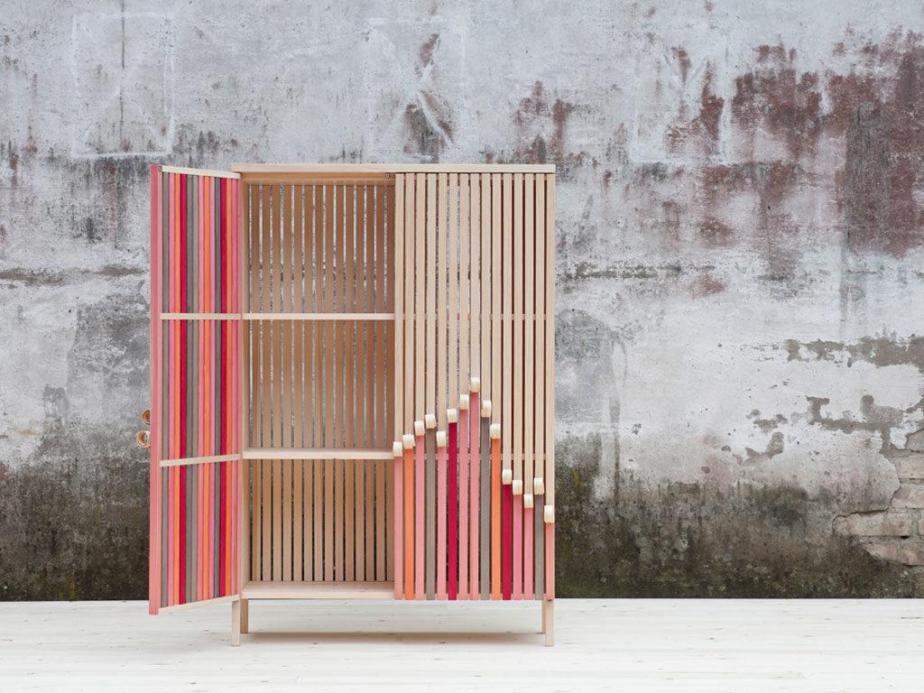 mobile legno colorato design