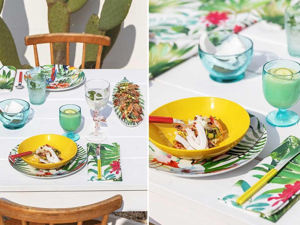 piatto giallo e decori palma