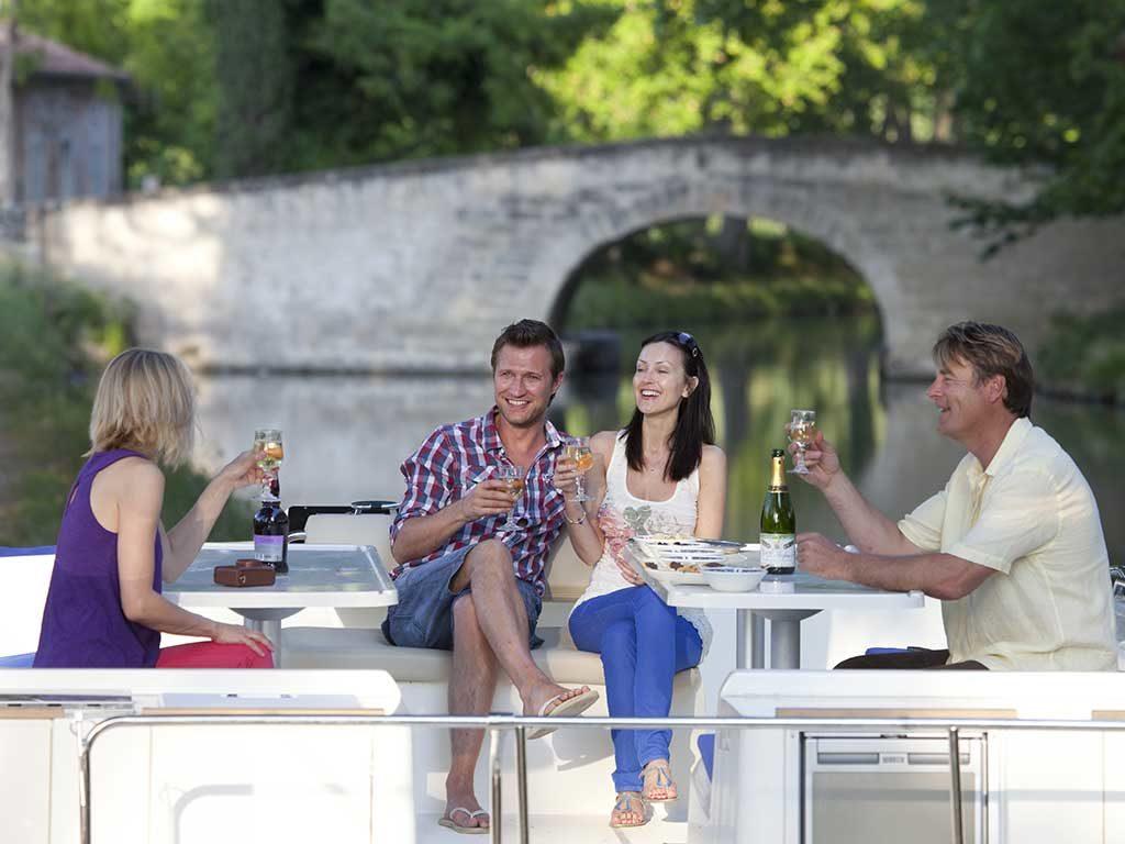 houseboat fiume aperitivo