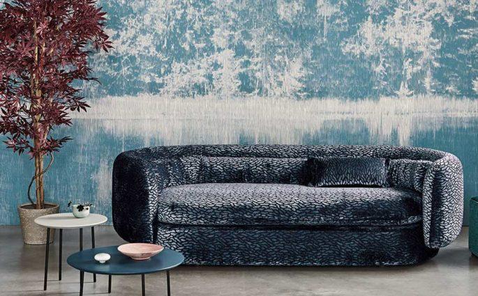cara parati azzurro bianco divano pouf