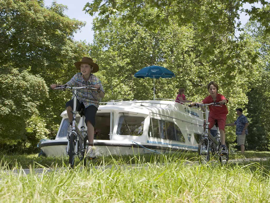 houseboat fiume ciclabile
