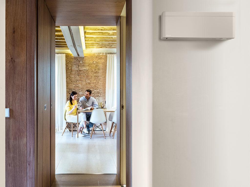 climatizzatore a parete bianco