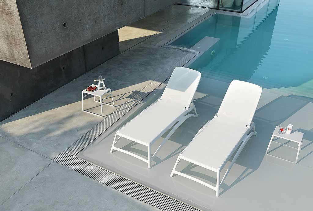 lettini sole bianchi e tavolini