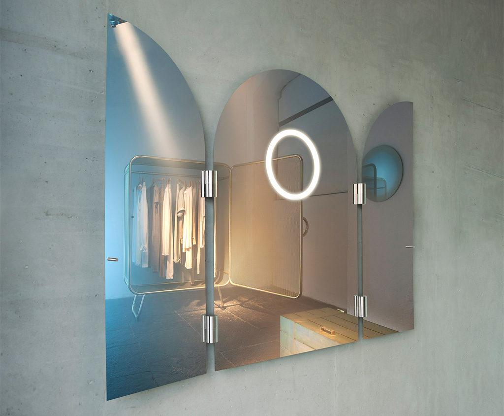 specchio led ante aperte
