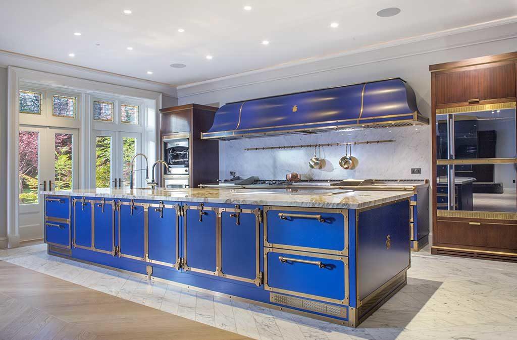 cucina isola grande blu