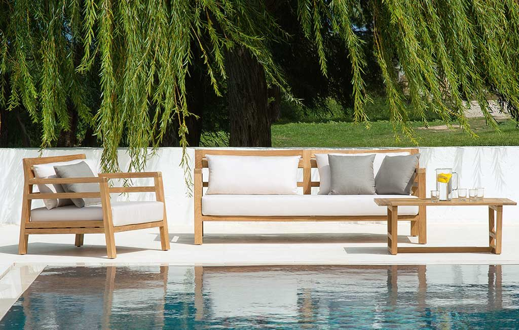divano poltrona tavolino bordo piscina