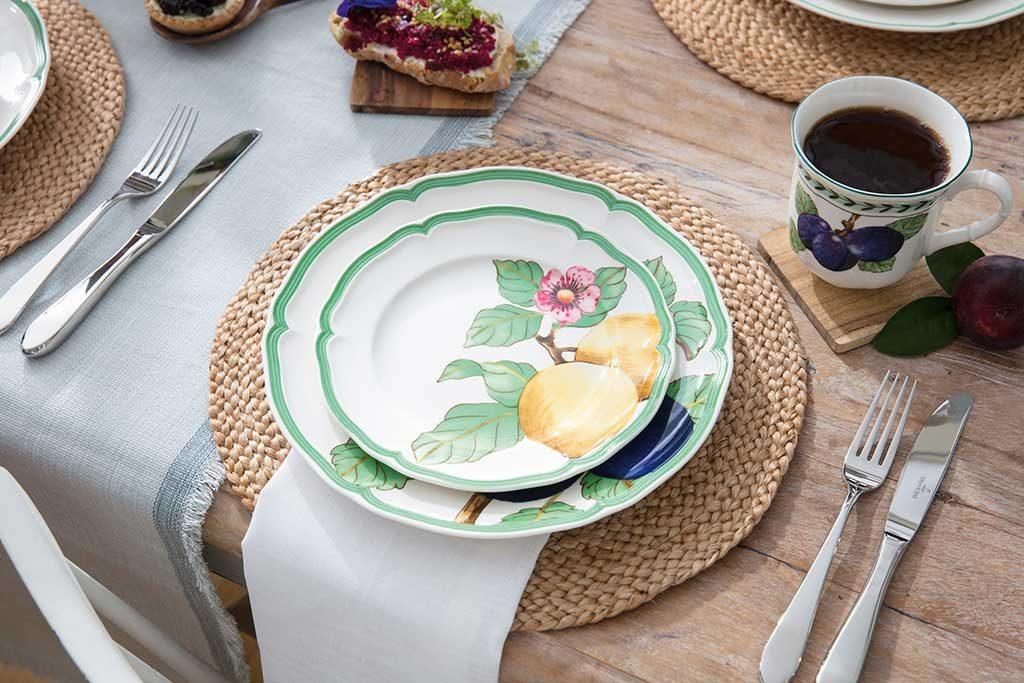 piatti bordo verde e fiori