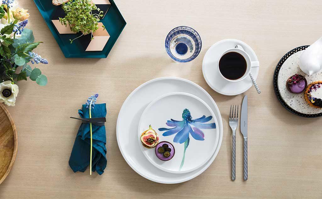 piatto disegno fiore blu