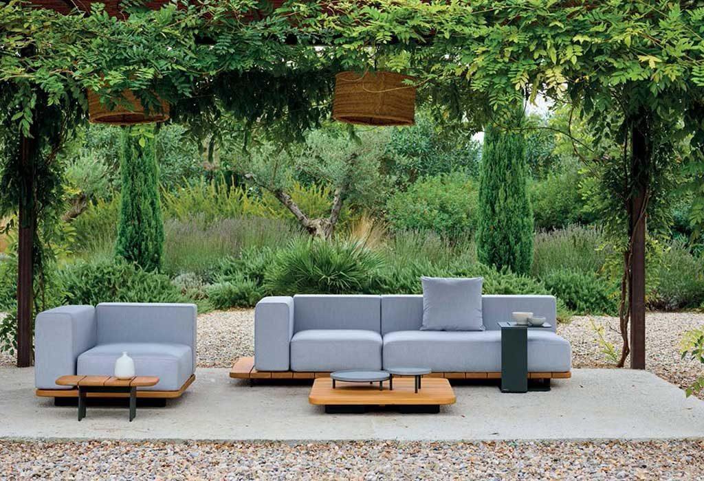 arredi outdoor grigio e legno