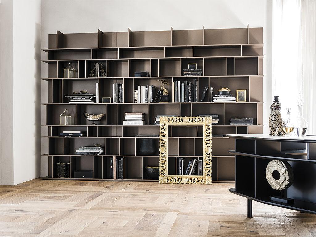 libreria appoggio terra e parete