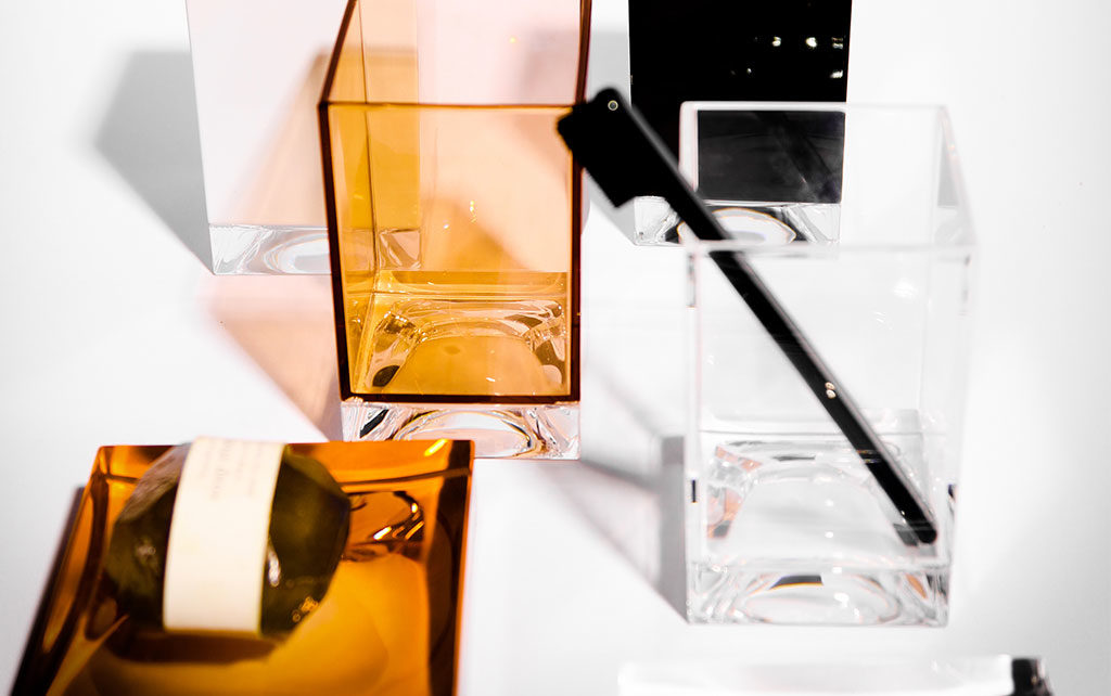 portasapone plexiglass colorato
