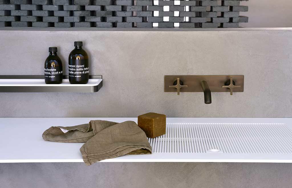 rubinetto bagno parete ottone anticato