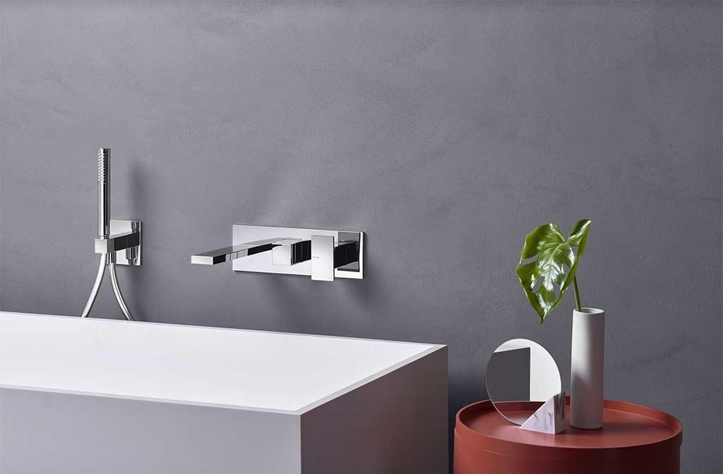rubinetto cromato doccia parete