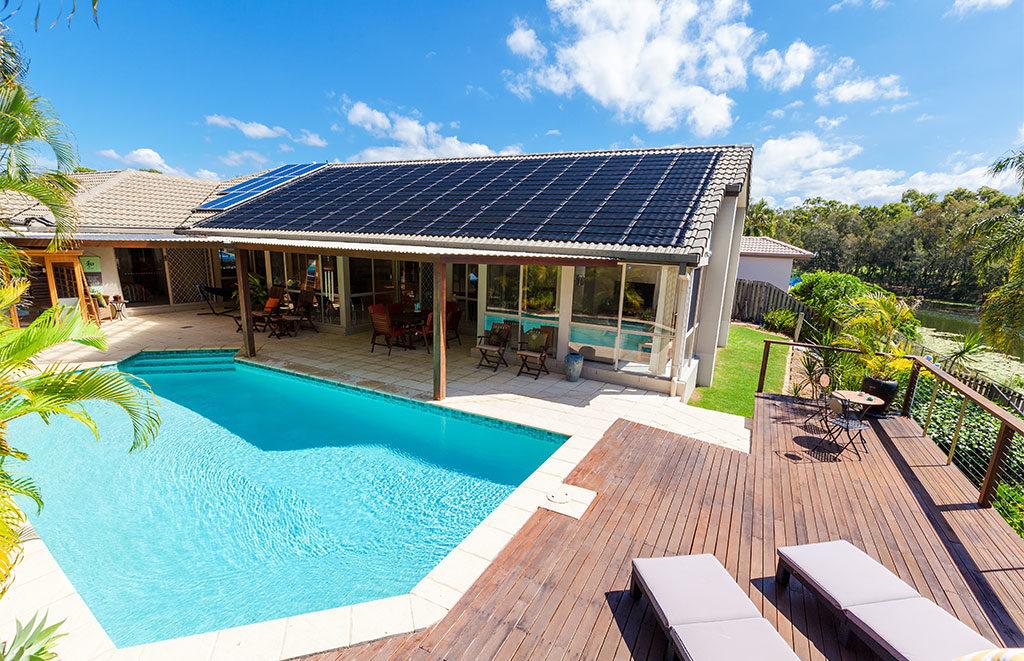 tetto fotovoltaico casa piscina