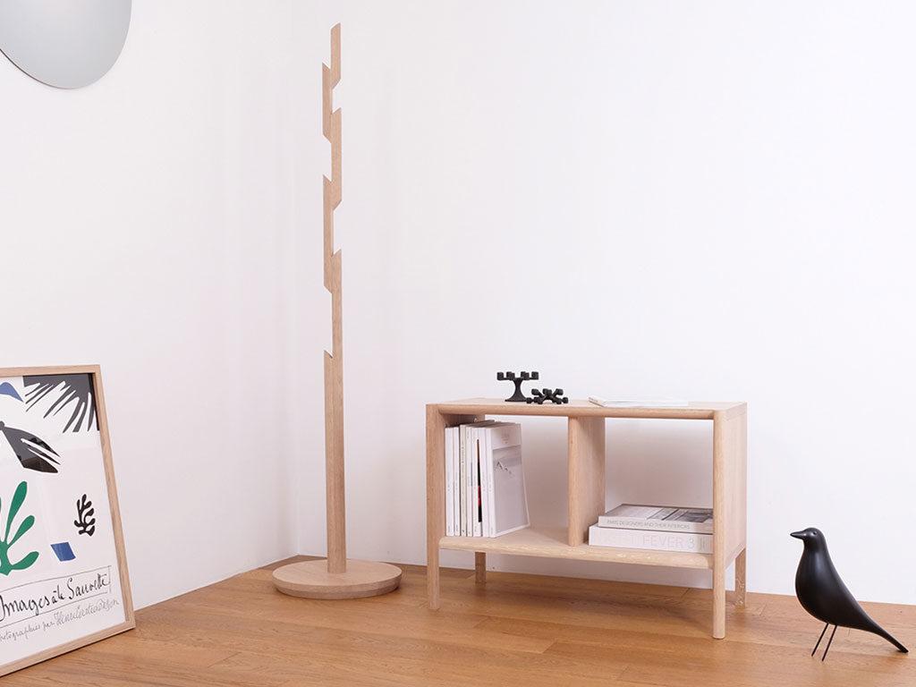 appendiabiti e scaffale legno