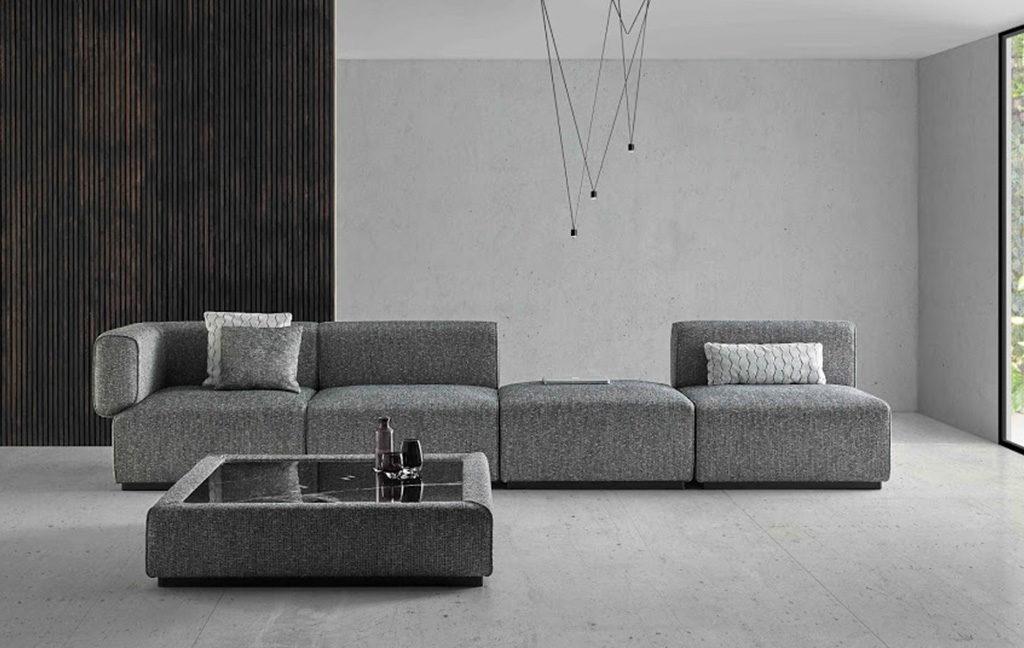 divano grande grigio