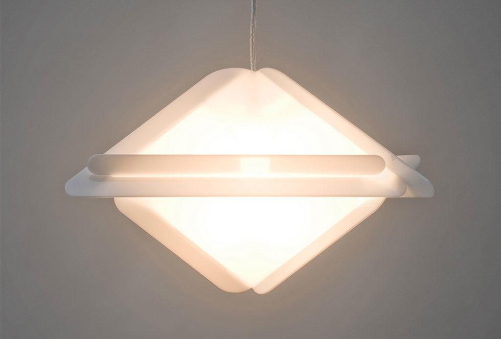 lampada sospesa triangolare