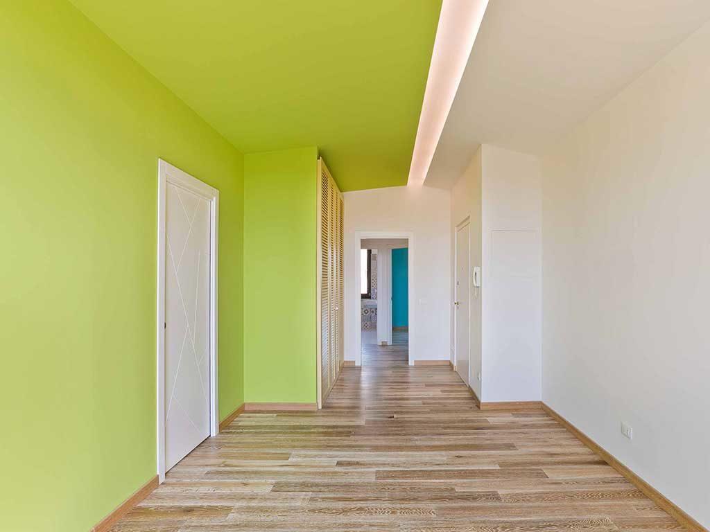 parete e mezzo soffitto verde