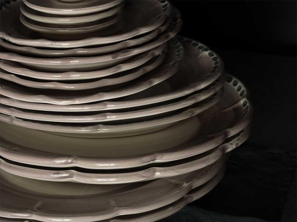piatti ceramica impilati