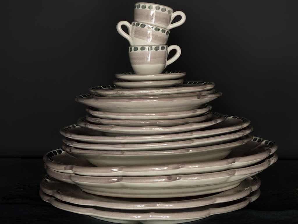 piatti e tazzine ceramica bianco grigio