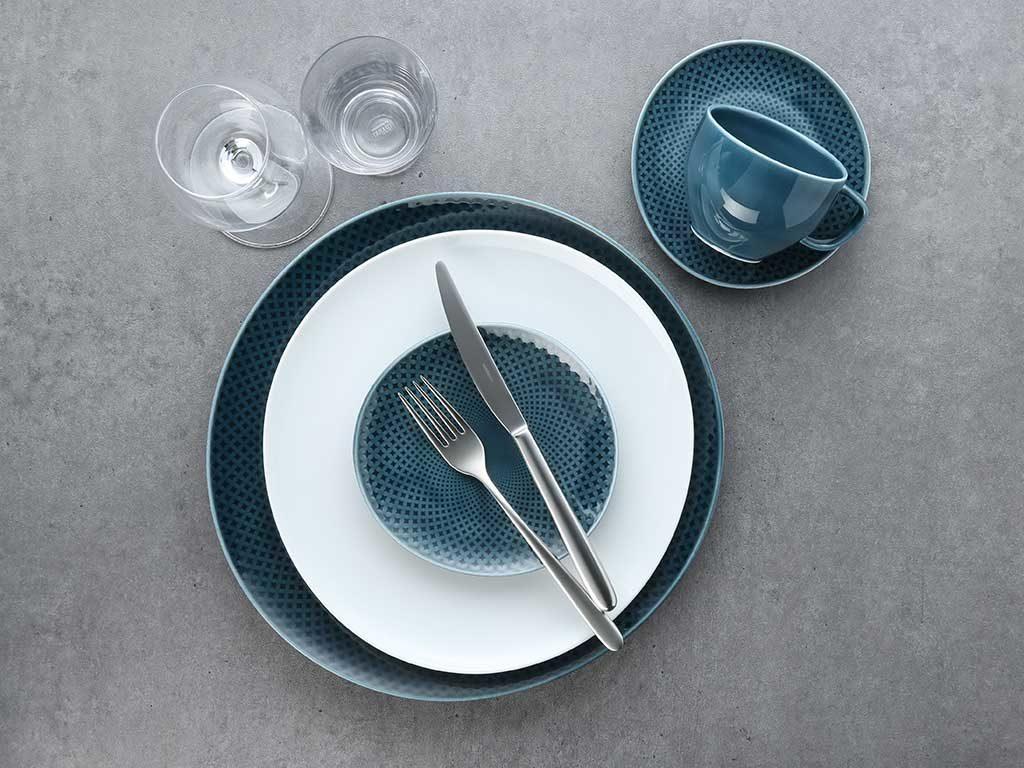 piatto bianco azzurro decoro