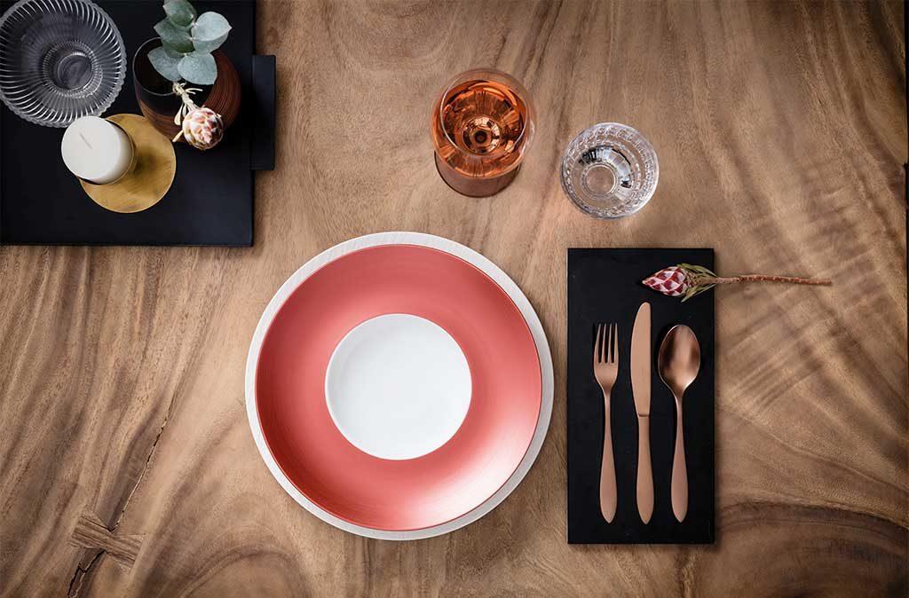 piatto rosso e bianco