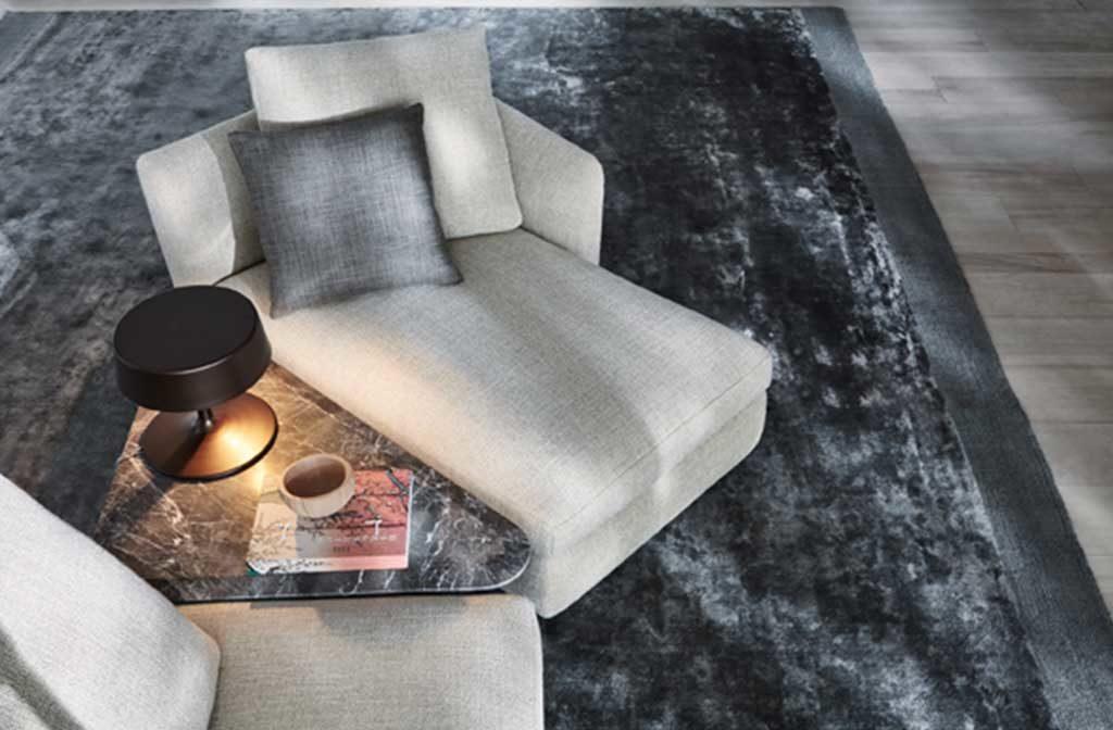 tavolino basso bordo divano