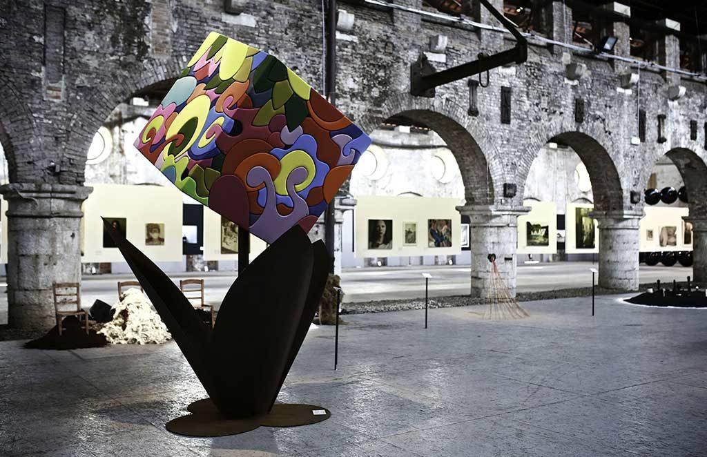 installazione cubo equilibrio arte