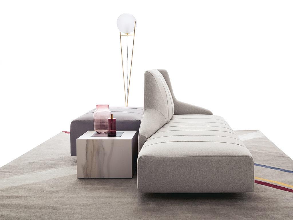 chaise longue tessuto e pouf