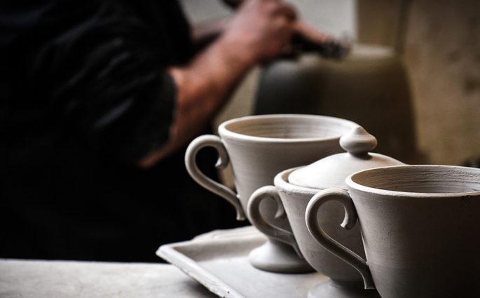 lavorazione ceramica a mano