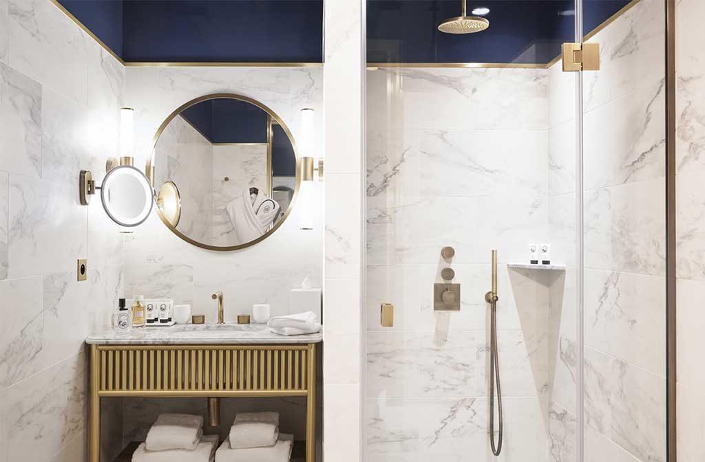 rivestimento bagno marmo chiaro