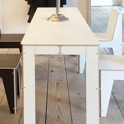 tavolo e sedie bianco e nero