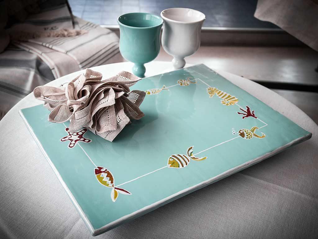 vassoio e bicchieri ceramica