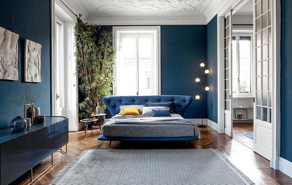 camera letto pareti blu classic