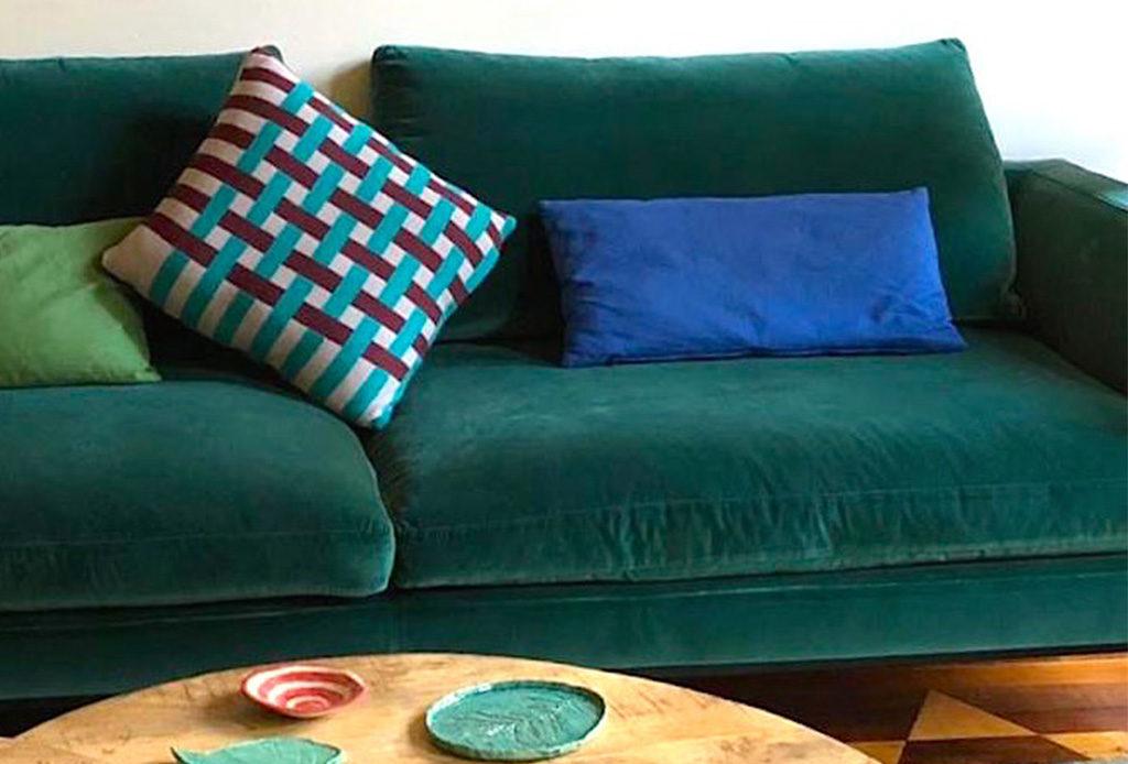 cuscini colorati per divano
