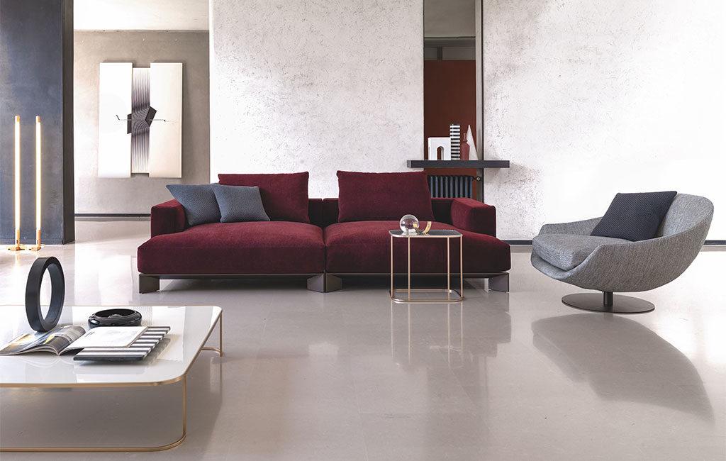 divano rosso scuro seduta ampia