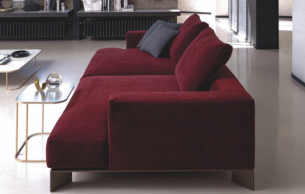 divano rosso scuro grande