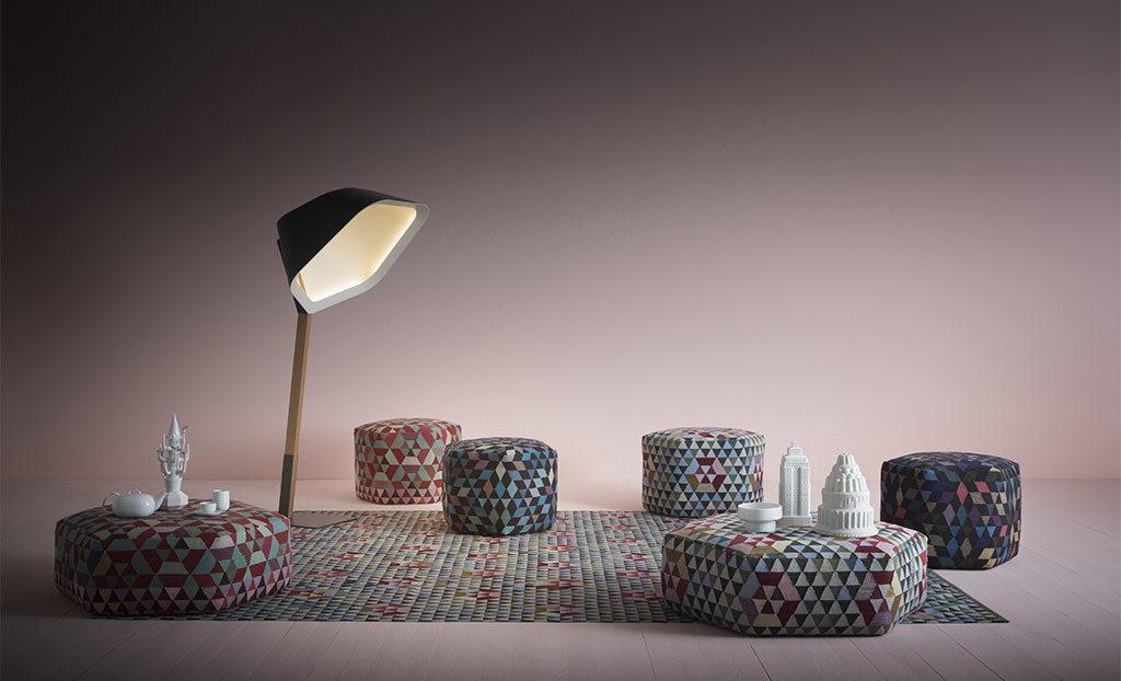 pouf e tappeto motivi geometrici