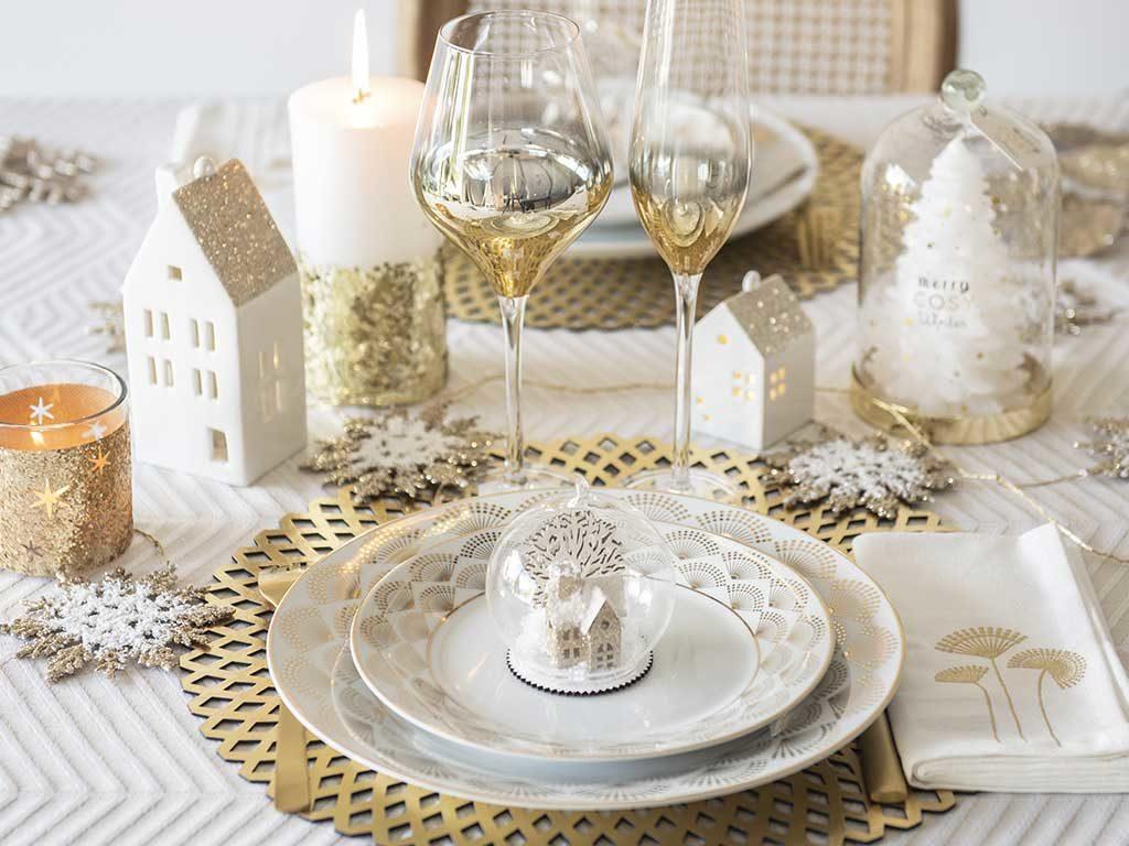 tavola natale candele calici casette luminose