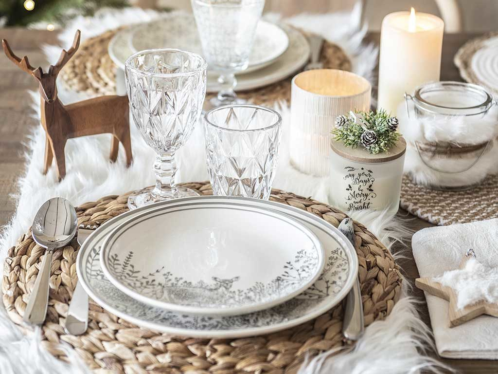 tavola natale tappeto bianco