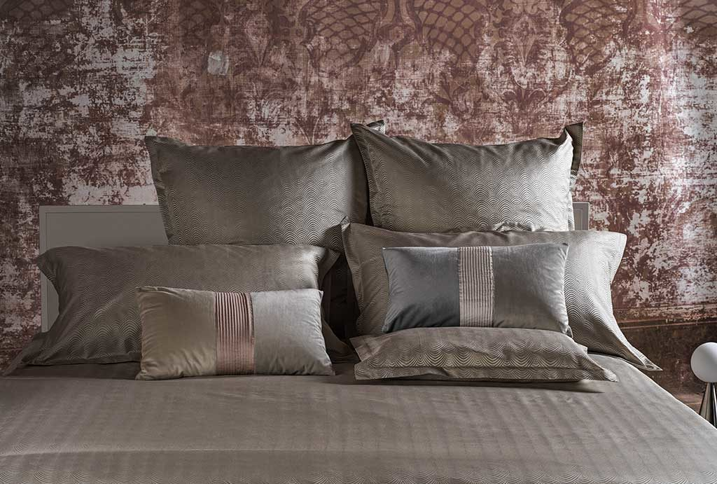 biancheria letto tonalita grigio