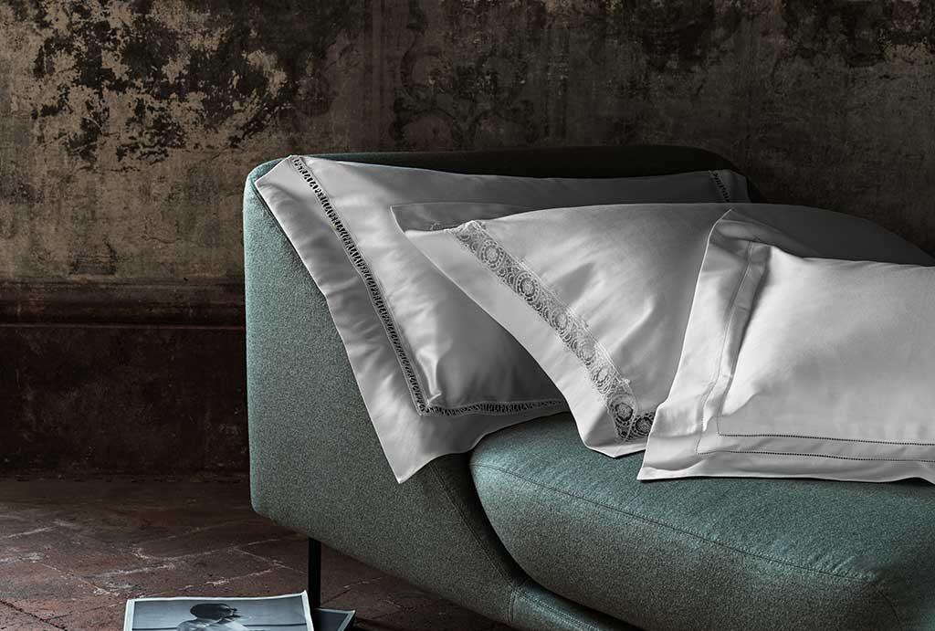 federe cuscini letto ricamo