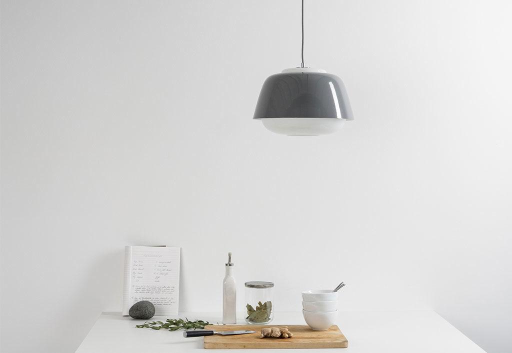 lampada sospensione sopra tavolo